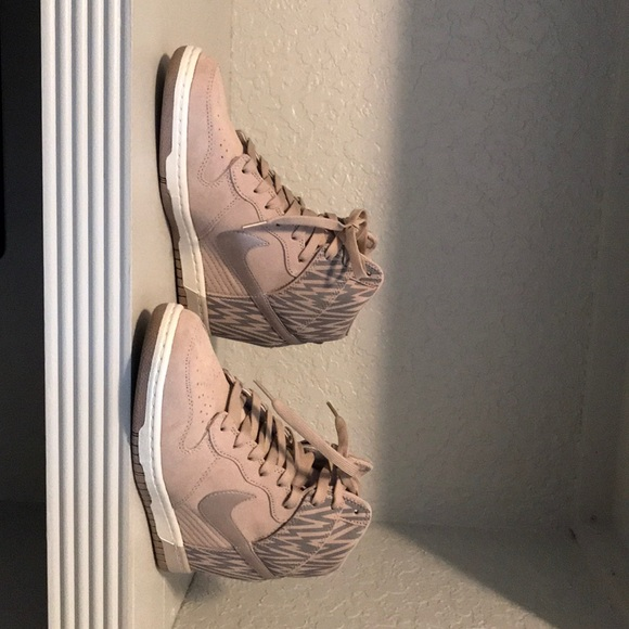 regard détaillé 07b68 2cf02 New nike dunk sky high Beige and Grey in color